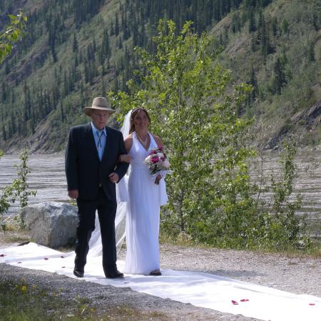 Yukon Riverside wedding at Dänojà Cultural Centre